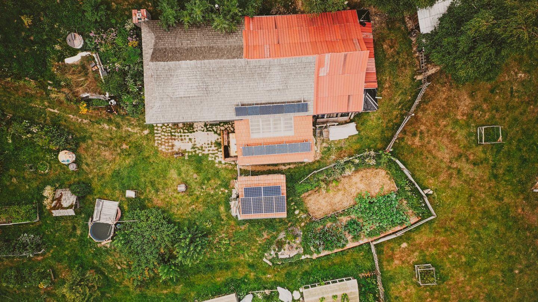 Plnohodnotný život bez elektrické přípojky? Díky SAVEBOX Home to jde, dokazují manželé Genzerovi