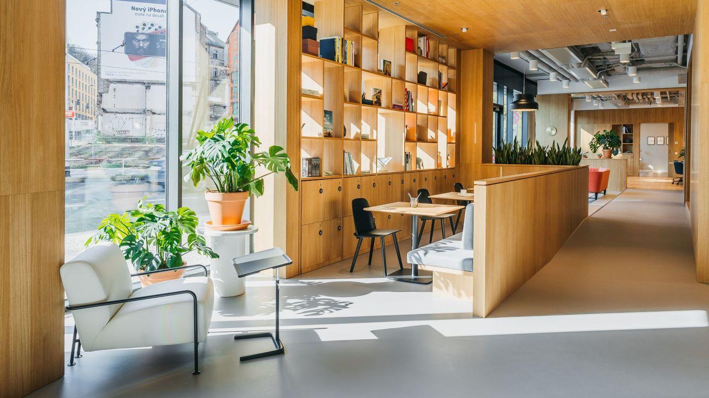 Praha 5 se rozrostla o 3 300 m2 designových pracovních prostor. Třetí Spaces už fungují v nové kancelářské budově SmíchOFF