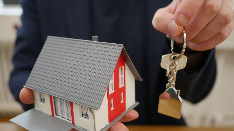 Zrušení daně z nabytí nemovitosti je správné rozhodnutí, kupující za nemovitost ušetří stovky tisíc